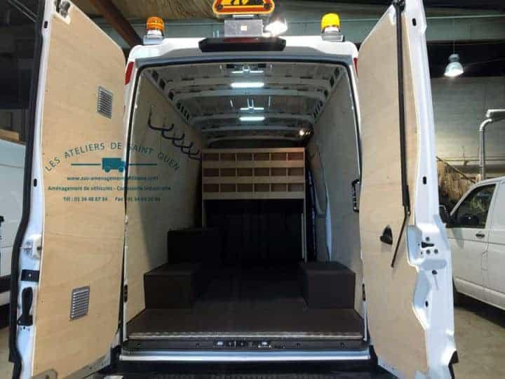 Equipement protection bois pour utilitaire et fourgon for Habillage interieur fourgon